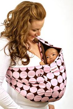 Using a Baby Sling Can Make more attachment with parents – Baby Care Tips Baby Sling Wrap, Baby Wrap Carrier, Baby Slings, Cute Babies, Baby Kids, Kids Fun, Baby Wraps, Baby Hacks, Baby Accessories