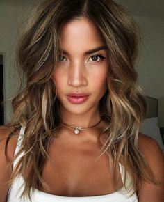 Pia Miller flaunts her lighter hair colour and gets a new Mazda Undone Look, Lighter Hair, Brown Hair With Highlights, Bright Highlights, Fresh Hair, Light Brown Hair, Hair Day, Balayage Hair, Hair Looks