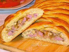 Hoy, toca pan relleno de pollo y champiñones. Es una receta que queda tan buena como vistosa. Miel y Limón.