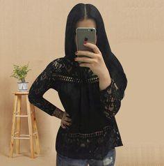 Zajímavé krajkové dámské triko s dlouhým rukávem černé – Velikost L Na  tento produkt se vztahuje f3bf860da9