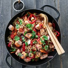 » UKEMENY 8/2017 – VINTERFERIEMENYEN A Food, Good Food, Food And Drink, Spicy Salmon, Noodle Salad, Scampi, Eating Well, Paella, Cilantro