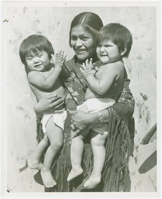 Hopi woman with twins. Pinned by indus® in honor of the indigenous people of North America who have influenced our indigenous medicine and spirituality by virtue of their being a member of a tribe from the Western Region through the Plains including the beginning of time until tomorrow.