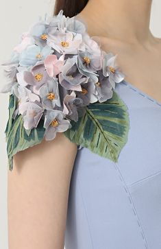 Dolce and Gabbana, 2017 Couture Details, Fashion Details, Love Fashion, Couture Embroidery, Ribbon Embroidery, Dresses Elegant, Do It Yourself Fashion, Embroidery On Clothes, Organza