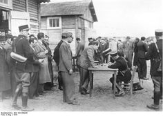 Bundesarchiv Bild 183-S69238, Frankreich, Internierungslager Pithiviers - Régime de Vichy - Wikipedia