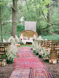 Boho Hochzeit im freien mit ausgelegten Teppichen im Wald Boho outdoor wedding with carpets laid out in the forest Wedding Ceremony Ideas, Wedding Themes, Wedding Events, Hippie Wedding Decorations, Wedding Ceremonies, Forest Wedding, Boho Wedding, Rustic Wedding, Dream Wedding