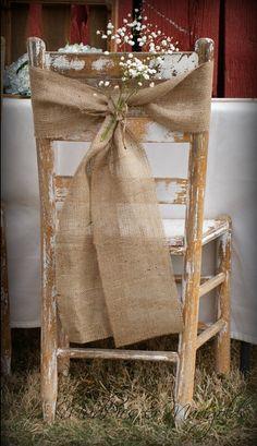la decoración de mis mesas: Decoración de sillas con arpillera.