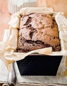 Easy Chocolate Cake Recipe: Preheat oven to 180 degrees. Melt the chocolate in pieces in a bain-mari Paleo Recipes, Sweet Recipes, Dessert Recipes, Easy Recipes, Chocolate Recipes, Chocolate Cake, Cakes Without Butter, Food Cakes, Cake Cookies