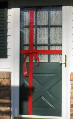 Cheap Christmas Decorating: Gift Wrapped Door » Curbly | DIY Design Community