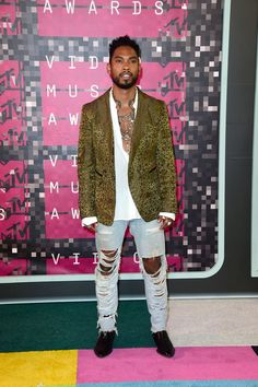 Pin for Later: Seht alle Stars bei den MTV Video Music Awards Miguel