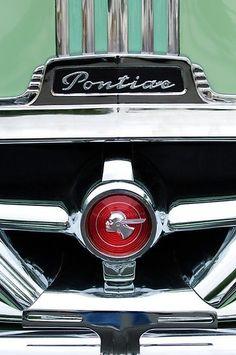 1951 Pontiac Streamliner Grille Emblem by Jill Reger – En Güncel Araba Resimleri Pontiac Logo, Pontiac Cars, Pontiac Emblem, Car Badges, Car Logos, Vintage Cars, Antique Cars, Car Hood Ornaments, Futuristic Cars