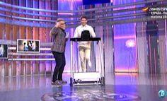 Torito pone a prueba a Paco León 30-06-12 http://www.telecinco.es/quetiempotanfeliz/Camina-contesta_3_1642065848.html