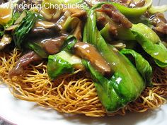 Wandering Chopsticks: Vietnamese Food, Recipes, and More: Mi Xao Don Thit Bo (Vietnamese Crispy Chow Mein with Beef) Vietnamese Grilled Pork, Vietnamese Cuisine, Vietnamese Recipes, Entree Recipes, Asian Recipes, Cooking Recipes, Healthy Recipes, Ethnic Recipes, Asian Foods