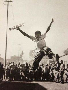 Alf Khumalo's photo of jazz artist Hugh Masekela, after receiving a trumpet from Louis Armstrong. Jazz Music, Music Love, Music Is Life, Hugh Masekela, Hard Bop, Jazz Artists, Louis Armstrong, Amazing Pics, Awesome