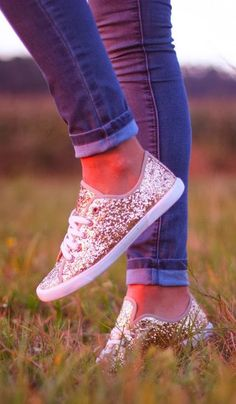 Converses? vans? what are these, cuz theyr cute! Beautiful sparkling casual sneakers fashion style