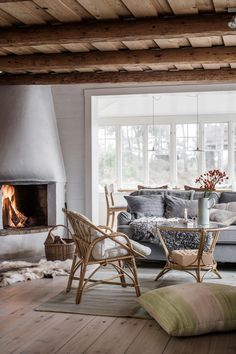 Discover recipes, home ideas, style inspiration and other ideas to try. Scandinavian Cottage, Swedish Cottage, Modern Cottage, Swedish House, Cottage Living Rooms, Cottage Interiors, My Living Room, Living Spaces, Swedish Interiors
