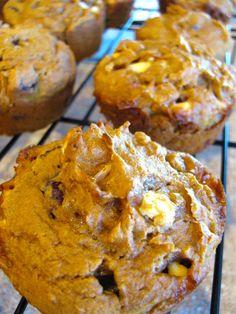 Pumpkin spice muffins - spice cake mix, apple sauce, and pumpkins purée. So easy. Pumpkin Recipes Cake Mix, Spice Cake Mix And Pumpkin, Pumpkin Spice Muffins, Cake Mix Recipes, Dessert Recipes, Desserts, Pumpkin Foods, Pumpkin Bars, Pumpkin Puree