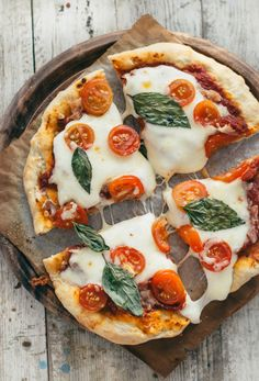 The Best Homemade Pizza Recipe - Pretty. A classic pizza made with homemade crust, quick tomato sauce, just the right amount of cheese, and your favorite toppings. Plus, many tips for m I Love Food, Good Food, Yummy Food, Best Homemade Pizza, Food Porn, Food Goals, Aesthetic Food, Food Cravings, Food Inspiration