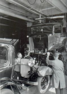 Vintage Cars Ford Assembly Line Vintage Cars, Antique Cars, Vintage Auto, Vintage Photos, Vintage Stuff, Automobile, Assembly Line, Roadster, Ford Lincoln Mercury