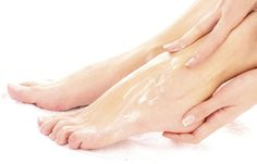 She Rubs Baking Soda On Her Feet 2x Per Week. The End Result? Stunning  http://omigy.com/beauty/rubs-baking-soda-feet-2x-per-week-end-result-stunning/