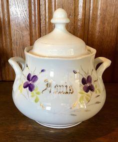 Suikerpot bruidsservies Société Céramique 'Louis' Violet Garden, Sweet Violets, Antique Pottery, Garden Cottage, Gras, Tea Pots, Collections, Bride, Antiques