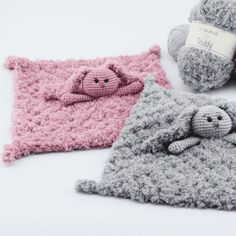 A dear bunny snuggle rag in the softest Teddy yarn from Go Handmade. Lovely for tucking in at bed time or as comfort when a little one is feeling upset. Such a lovely snuggle rag, one simply can't resist :-) Crochet Lovey, Crochet Rabbit, Knit Or Crochet, Crochet Toys, Crochet Blankets, Crochet For Beginners Blanket, Baby Lovey, Baby Afghans, Baby Kind