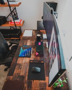 8 Cheap Things to Maximize a Small Bedroom . Computer Desk Setup, Gaming Room Setup, Pc Setup, Home Office Setup, Home Office Design, House Design, Studio Room, Studio Setup, Design Ppt