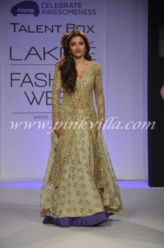 Soha Ali Khan walks for Arpita Mehta at LFW 2013