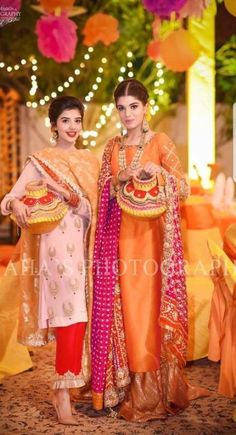 15 Ideas wedding dresses satin top for 2019 Bridal Mehndi Dresses, Pakistani Wedding Outfits, Pakistani Wedding Dresses, Pakistani Dress Design, Pakistani Mehndi, Indian Attire, Indian Outfits, Indian Dresses, Indian Wear