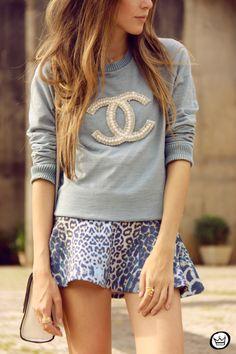 Look fofo! Moletom azul bem clarinho com pérolas e brilhos super delicado e fashion <3 <3 <3 <3