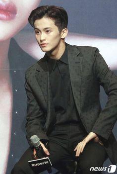 Mark lee in a suit Mark Lee, Taemin, Shinee, Dream Pop, Jung So Min, Winwin, Jaehyun, Kpop, Boyfriends