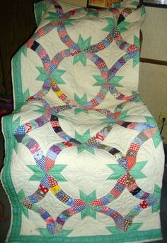 DOUBLE WEDDING RING WITH STARS.................PC..................Vintage Handsewn Quilt