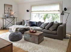 salon, kanapa, poduszki, styl skandynawski, skrzynia, kufer