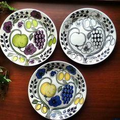 paratiisi arabia Pottery Painting, Ceramic Painting, Kitchenware Set, Tableware, Scandinavia Design, Ceramic Design, Porcelain Ceramics, Earthenware, Kitchen Interior