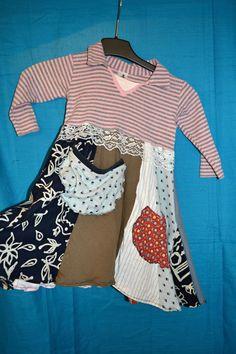 Šatičky patchwork Heidi děvčátko z hor 2-3 roky Šatičky z recykovaných materiálů, s našitými kapsičkami a krajkou, vel. na triku uvedená 92, ale obleče v pohodě i naše pětiletá dcerka, jen rukávy jsou potom 3/4 :) Švy nejsou z rubové strany obentlované. Délka průměr bez límce 56cm, šířka 2x31cm (jsou ale hodně pružné!)-.