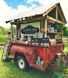 Old truck bed market cart booth. Farmers Market Display, Market Displays, Farmers Market Stands, Foodtrucks Ideas, Craft Font, Flower Truck, Flower Cart, Vegetable Stand, Garden Workshops