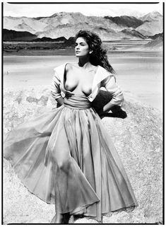 Cindy Crawford, Leh, India, 1989. Photo by Patrick Demarchelier.