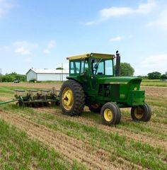 Old John Deere Tractors, Jd Tractors, John Deere 4320, Crop Protection, Mean Green, Farms Living, Vintage Farm, Farm Life, Just Do It