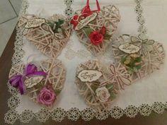 cuori in carta di giornale con rose...personalizzati di cristina
