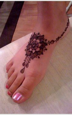 cute Henna Tattoo on foot (a.great.way to tryout an idea -before- the commitment to permanent ink)
