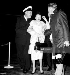 Judy Garland leaves Melbourne for Sydney during her Australian tour, May 21, 1964 (Photo Fairfax Media/Fairfax Media via Getty Images). Description from gettyimages.com. I searched for this on bing.com/images