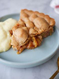 Rabarberpaj med kolatäcke | Brinken bakar Baking Recipes, Cake Recipes, Dessert Recipes, Best Rhubarb Recipes, Good Pie, Sweet Pastries, Foods To Eat, Sweet Cakes, No Bake Desserts