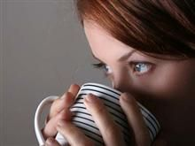 Coffee appears to reduce the risk of both gallstones and kidney stones. In a 2002 study, women who drank at least four cups of coffee a day were 25 percent less likely to need surgery for gallstones than nondrinkers were, and an earlier study showed that coffee drinking lowered gallstone risk in men. The caffeine in coffee may discourage gallstone formation by triggering gallbladder contractions and increasing the flow of bile. As for kidney stones, both regular and decaf coffee have been…