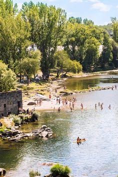 Com águas mais calmas, mas tão agradáveis quanto as praias junto ao litoral. Venha descobrir as melhores praias fluviais de Portugal! #viaverde #viagensevantagens #Portugal #praia
