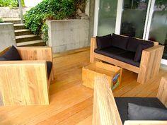 Sitzmöbel aus den Bestandteilen einer alten Holzterrasse
