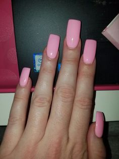 Square long nails in gel Panther Pink
