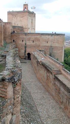 "The Alcazaba Granada *** photo: Robert Bovington from the blog post: ""SPANISH IMPRESSIONS: The Alhambra""  http://bobbovington.blogspot.com.es/2011/05/the-alhambra.html"