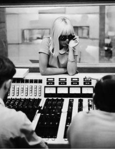 Sylvie Vartan in the recording studio.