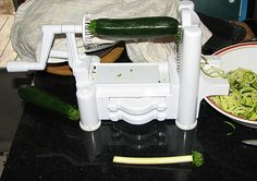 Ah, I'm freaking out! A veggie spiraler thingamajig to make noodles with. I totally need this!