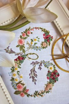 The Italian blog Elisabetta Ricami a Mano draws an international following for its splendid examples of hand embroidery. #HandEmbroidery