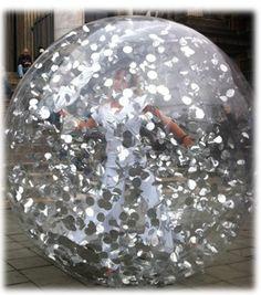 Un mariage en bulle pourrait-il vous faire rêver ? Pourriez-vous opter pour ces sphères transparentes ?  http://www.atout-agency.com/news_mariages_Mai.php  Photo : PlatipusEvents